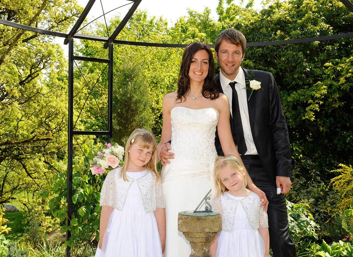 Honeylight Hochzeitsfotograf: Gruppenbild Brautpaar mit Kindern