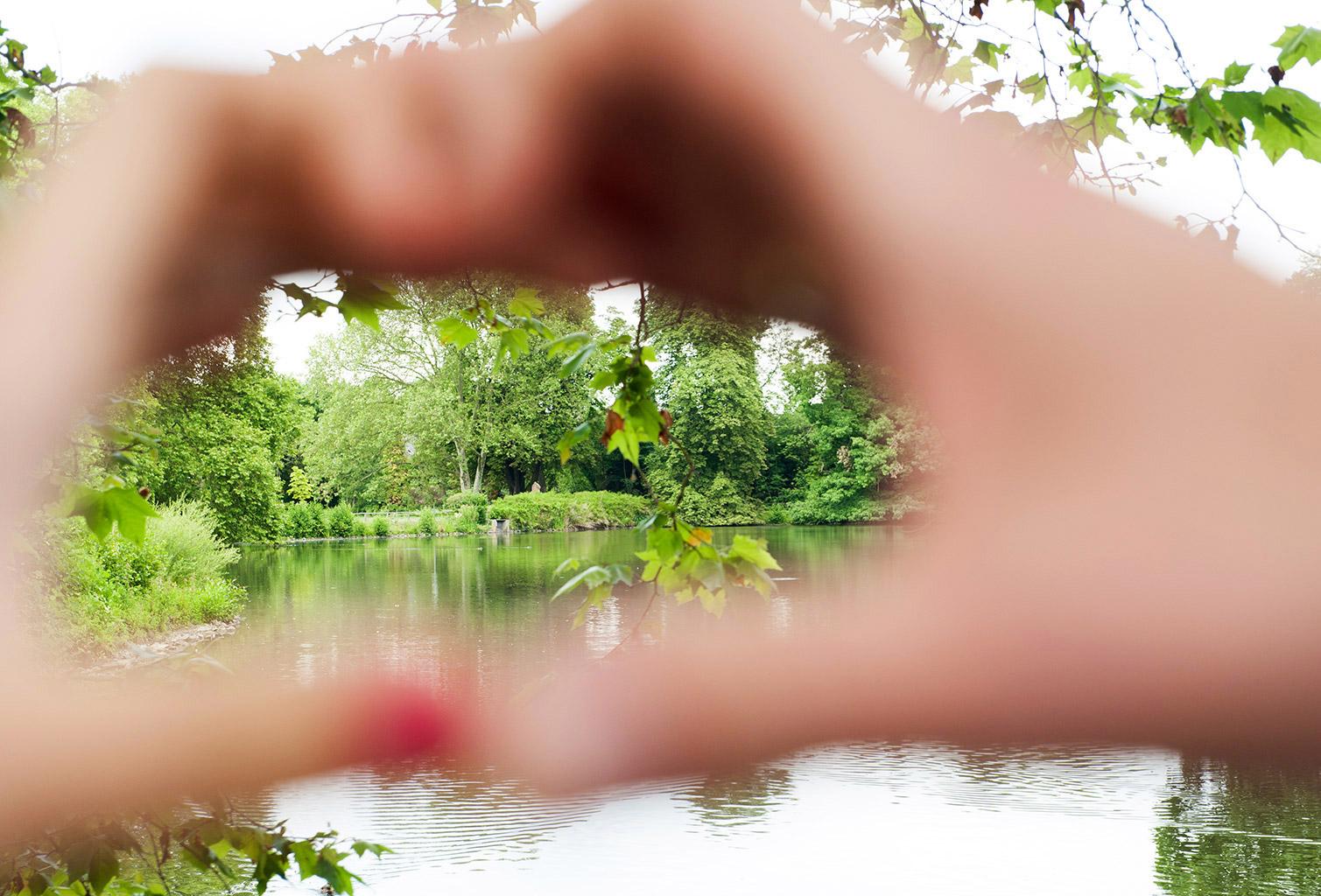 Hochzeitsfotografie Honeylight: Romantisches Herz in Dortmund Rombergpark