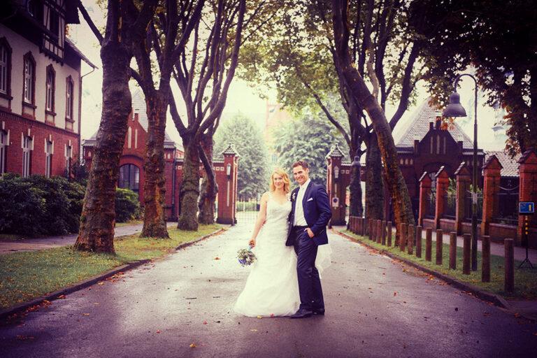 Brautpaar am Eingangsportal auf Zeche Zollern