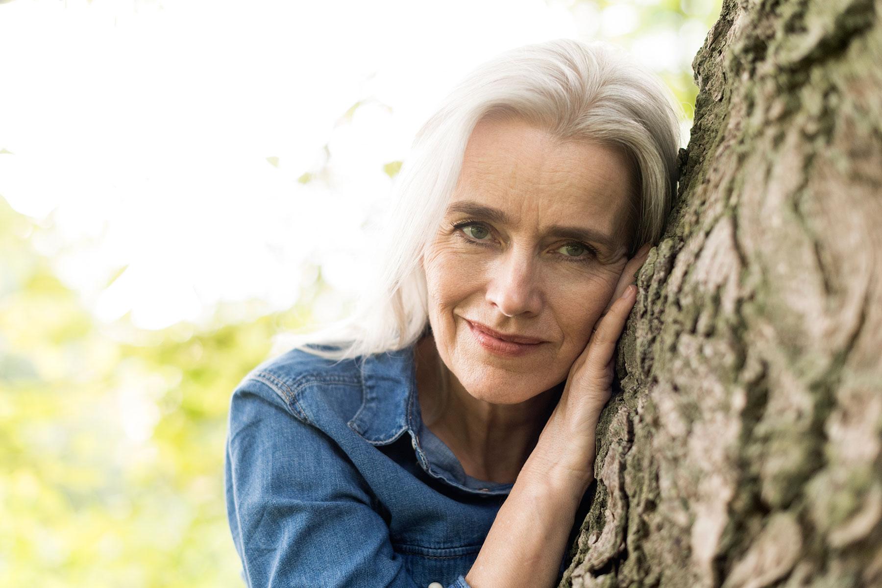 Portraitfoto einer Frau am Baum in Dortmund