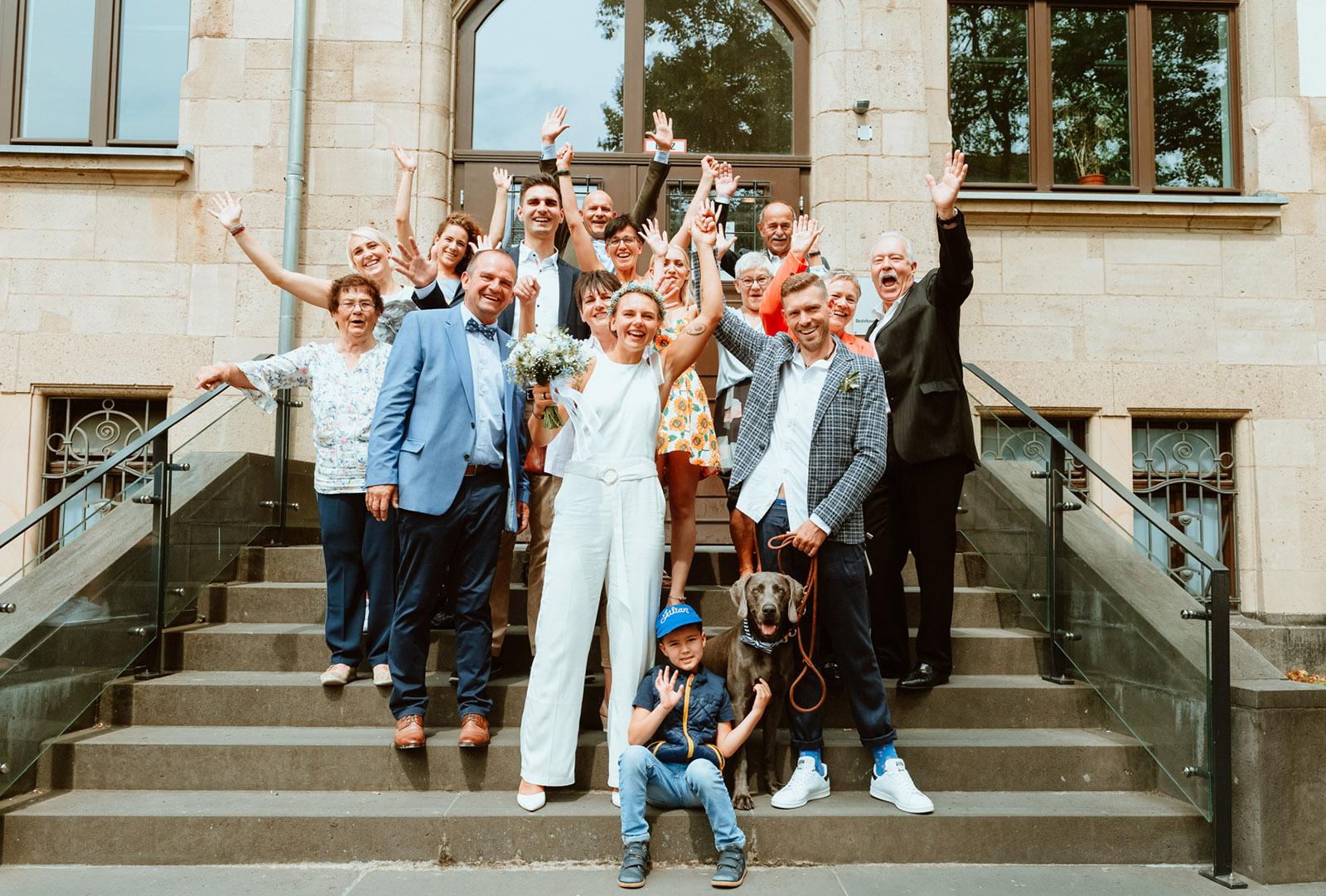 Familienbild vorm Standesamt Dortmund Mengede