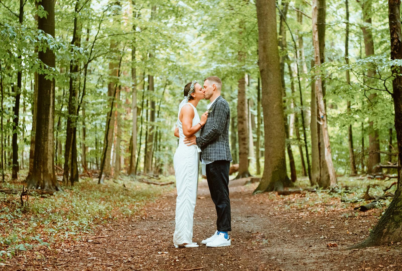 Romantsiches Hochzeitsbil im Rombergpark Dortmund