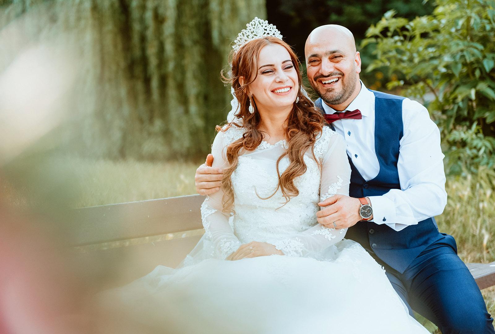 Brautpaarshooting auf der Bank