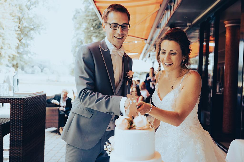 Hochzeitstorte anstechen